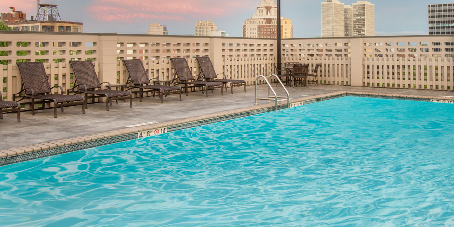 Wyndham Philadelphia Rooftop Pool